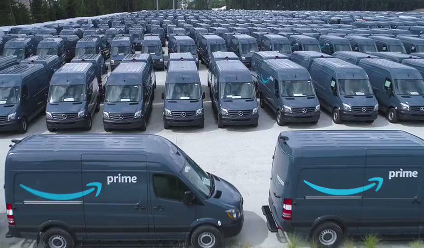 A fleet of hundreds of Amazon Prime trucks - Absolunet eCommerce Trends